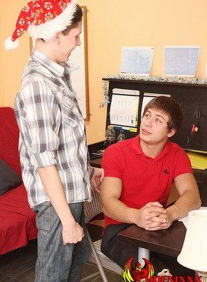 Cute Gay Julian Smiles,Braden Klien,