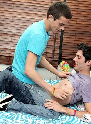 Muscle man Aiden Summers,Conner Bradley,